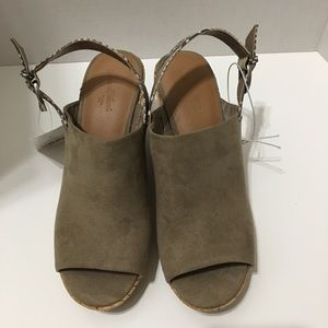 Universal Thread Tan Wedges with snake print strap